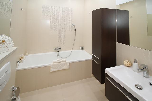 Houd je badkamer droog met een badwand